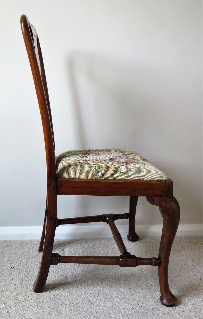 Queen Anne Period Walnut Chair Cabriole Legs and Stretchers, English, circa 1700 For Sale 4