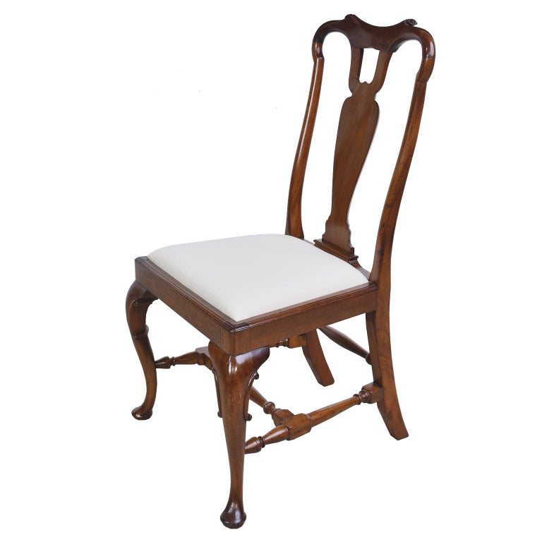 A very well-crafted American Centennial, Queen-Anne-style chair in mahogany with fiddle yoke-back, vase-shaped splat, cabriole front legs with padded Dutch feet, splayed back legs, and four turned stretchers, circa 1880. Frame was restored in our