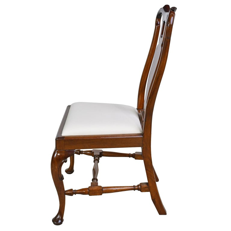 American Queen Anne-Style Fiddle-Back Chair in Mahogany w/ Upholstered Slip Seat, c 1880 For Sale