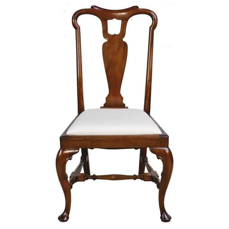 Upholstery Queen Anne-Style Fiddle-Back Chair in Mahogany w/ Upholstered Slip Seat, c 1880 For Sale