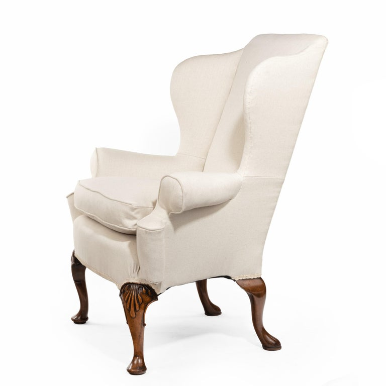 Queen Anne Style Walnut Wing Armchairs In Good Condition For Sale In Lymington, Hampshire