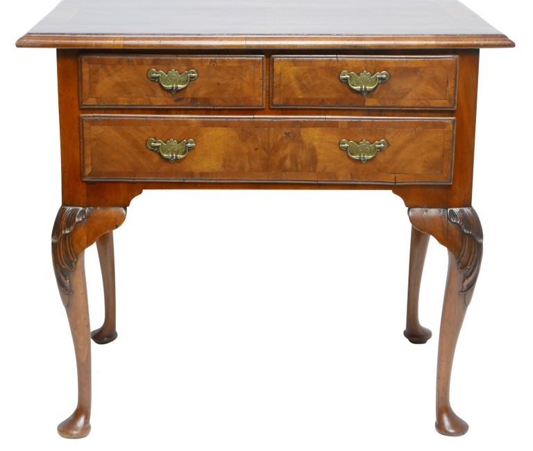 Queen Anne Walnut and Burl Walnut Lowboy, English Mid-18th Century In Good Condition For Sale In San Francisco, CA