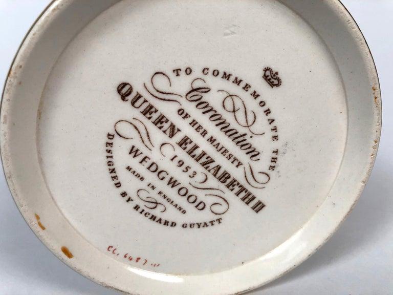 Queen Elizabeth II Commemorative Coronation Mug by Richard Guyatt for Wedgwood For Sale 6