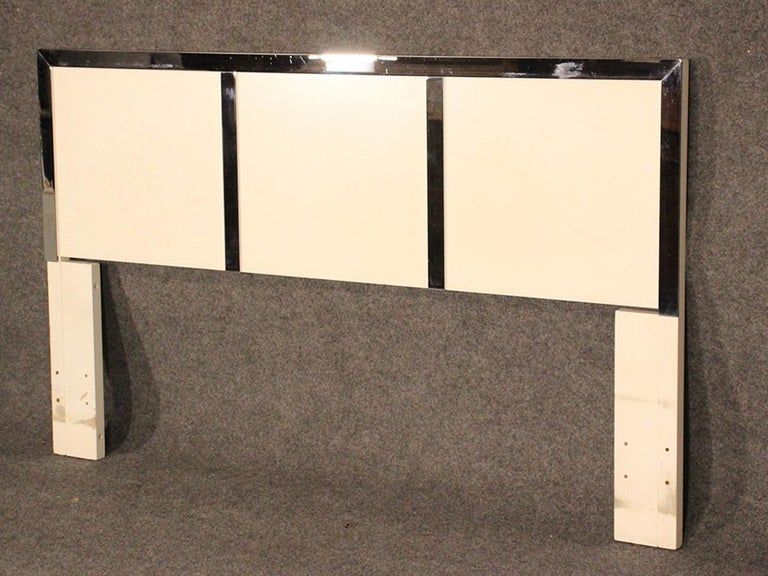 Queen Size White Lacquer and Chrome Mid-Century Modern Queen Size Headboard Bed In Good Condition In Swedesboro, NJ