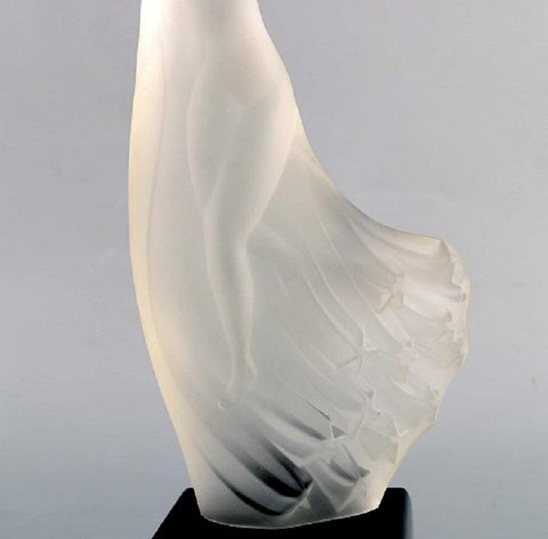 French R. Lalique, France. Art Deco sculpture of naked woman in art glass For Sale