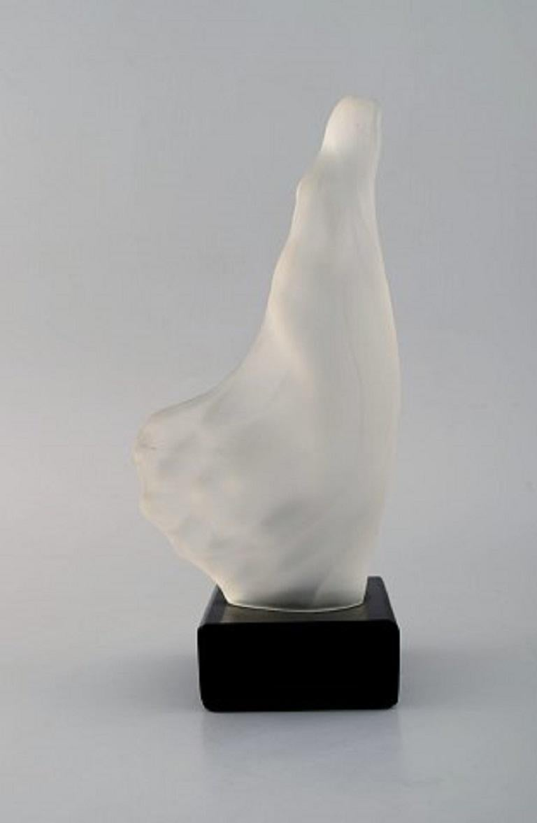 R. Lalique, France. Art Deco sculpture of naked woman in art glass In Good Condition For Sale In Copenhagen, Denmark