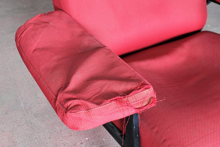 R. Menghi by Arflex Midcentury Red Fabric and Black Skai Pair of Armchairs, 1958 For Sale 5