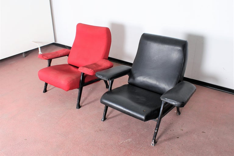Mid-Century Modern R. Menghi by Arflex Midcentury Red Fabric and Black Skai Pair of Armchairs, 1958 For Sale