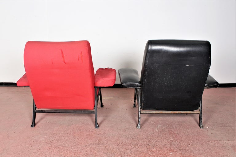 Metal R. Menghi by Arflex Midcentury Red Fabric and Black Skai Pair of Armchairs, 1958 For Sale