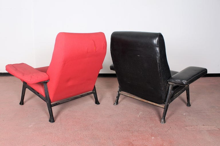 R. Menghi by Arflex Midcentury Red Fabric and Black Skai Pair of Armchairs, 1958 For Sale 1
