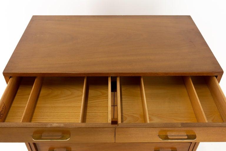 R-Way Mid Century Honey Walnut 7-Drawer Highboy Dresser For Sale 3