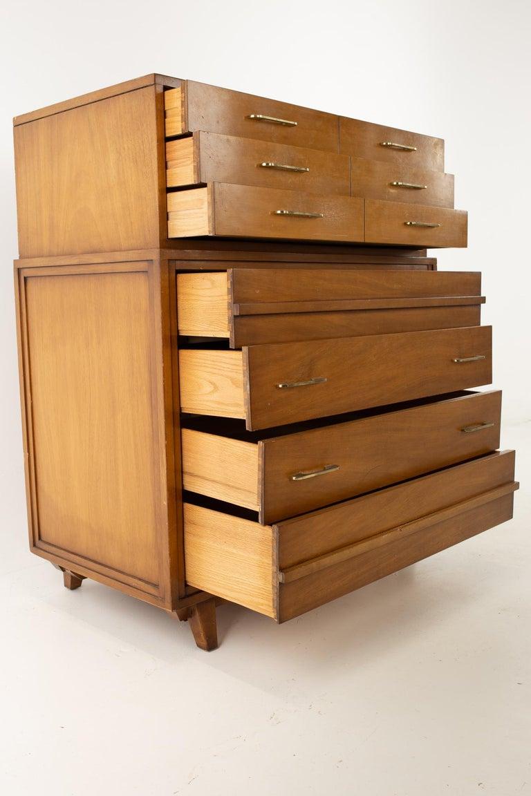 American R-Way Mid Century Honey Walnut 7-Drawer Highboy Dresser For Sale