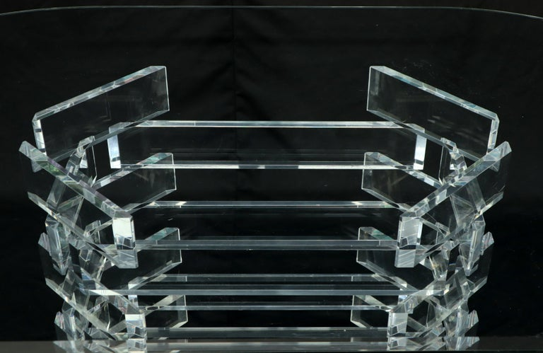 Racetrack Oval Glass Top Stacked Lucite Blocks Base Dining Table In Good Condition For Sale In Rockaway, NJ