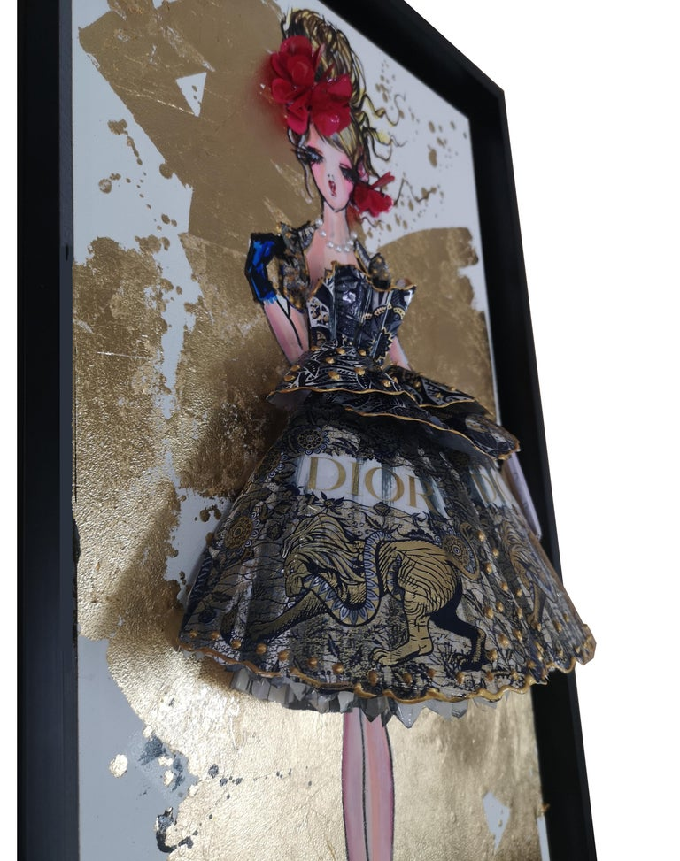DIOR HOMMAGE - 3D Sculpture and painting on wood - Gold Figurative Sculpture by RACHEL BERGERET