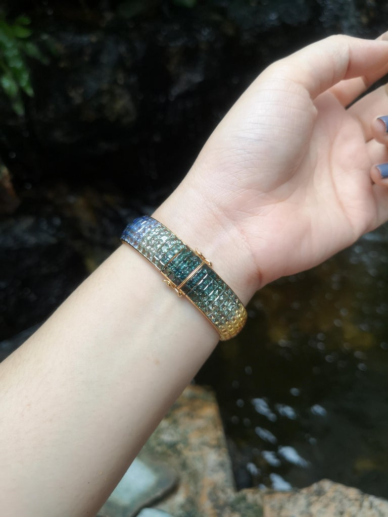 Rainbow Colour Sapphire Bracelet Set in 18 Karat Gold Settings In New Condition For Sale In Bangkok, TH