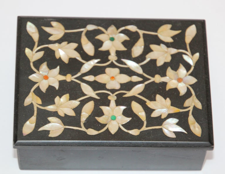 Indian Rajasthani Black Marble Inlay Trinket Box Pietra Dura India For Sale
