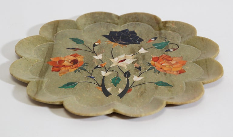 Rajasthani Stone Marble Inlay Taj Mahal Pietra Dura Decorative Plate In Good Condition For Sale In North Hollywood, CA