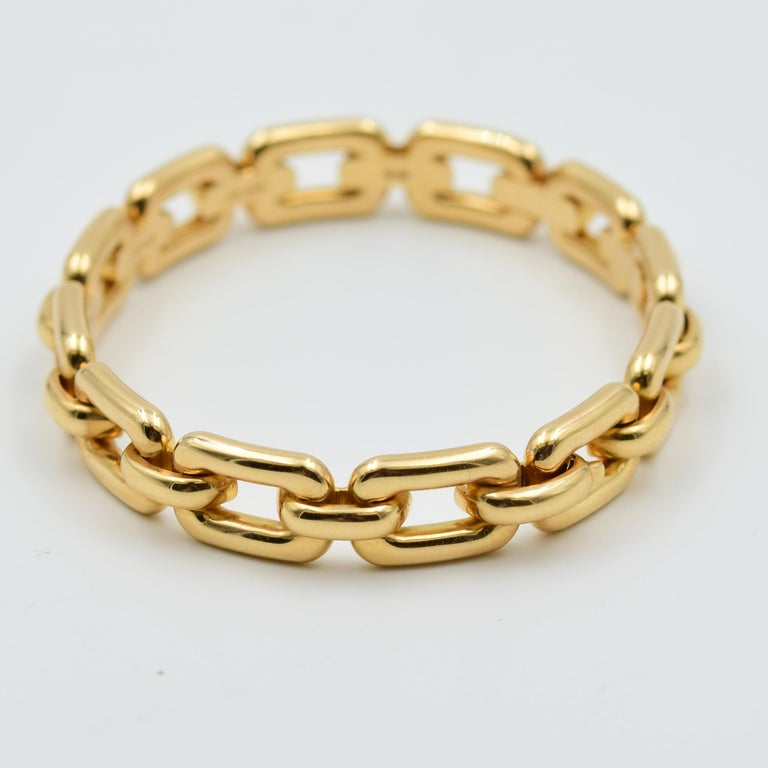 This Ralph Lauren Chunky Chain Link Bangle bracelet is a very fashionable design which can be worn independently or stacked with other stylish bracelets.  This is a bangle style with a hinge clasp which opens to easily fit to the wrist.  The oval