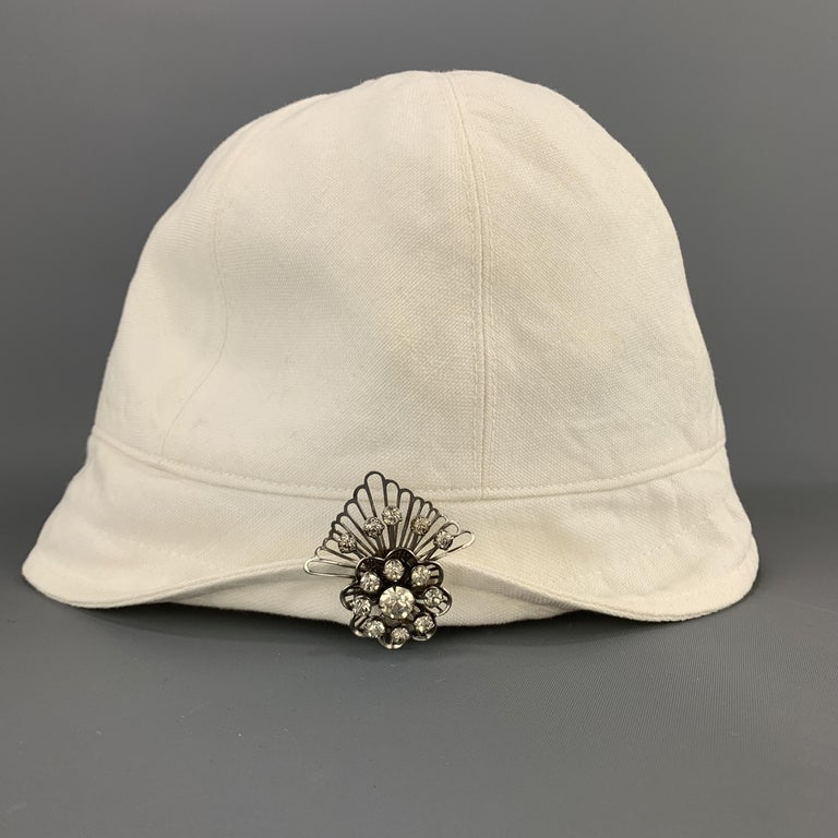 RALPH LAUREN Cream Patricia Underwood 20's Style RHinestone Brooch Cap In Excellent Condition For Sale In San Francisco, CA