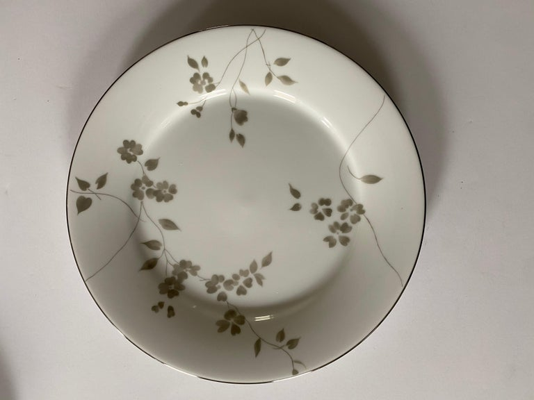 Ralph Lauren Home Sophia Dinnerware, 4 Place Settings In Good Condition For Sale In New York, NY