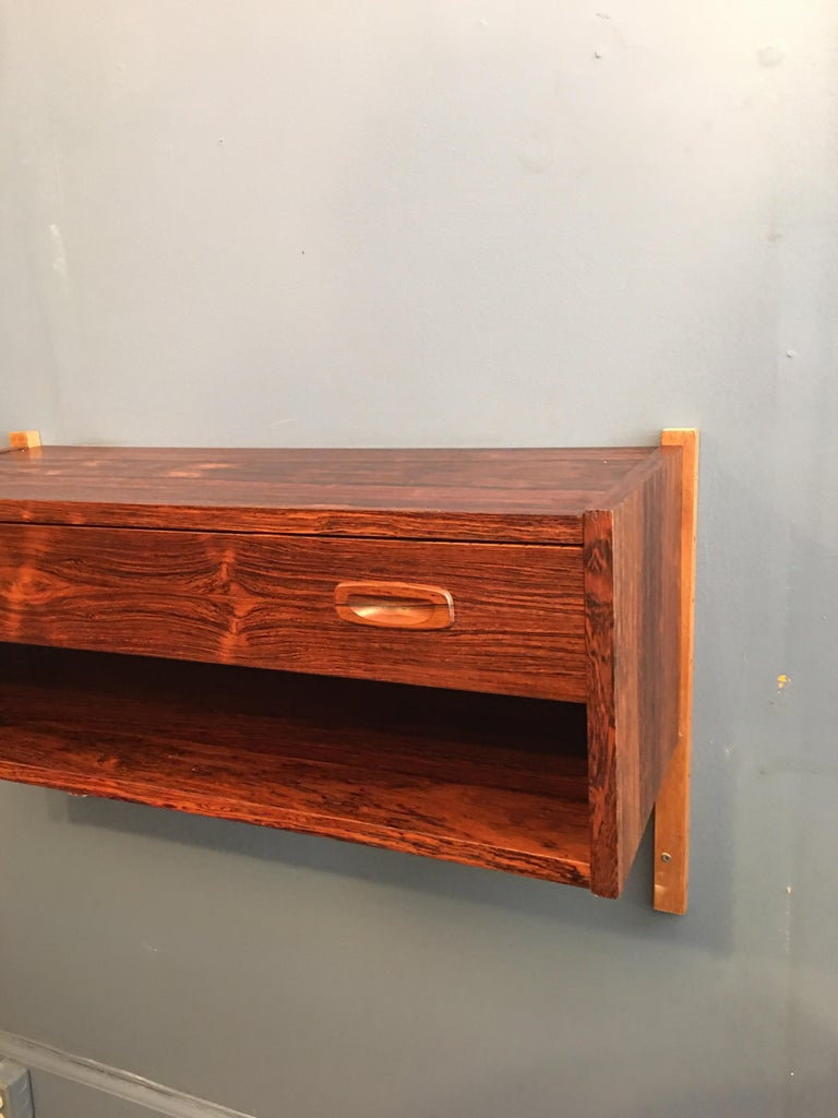 Great size and scale. One pullout / pull-out drawer and open space below. Perfect to use in an entrance or small space! Rosewood is very clean.