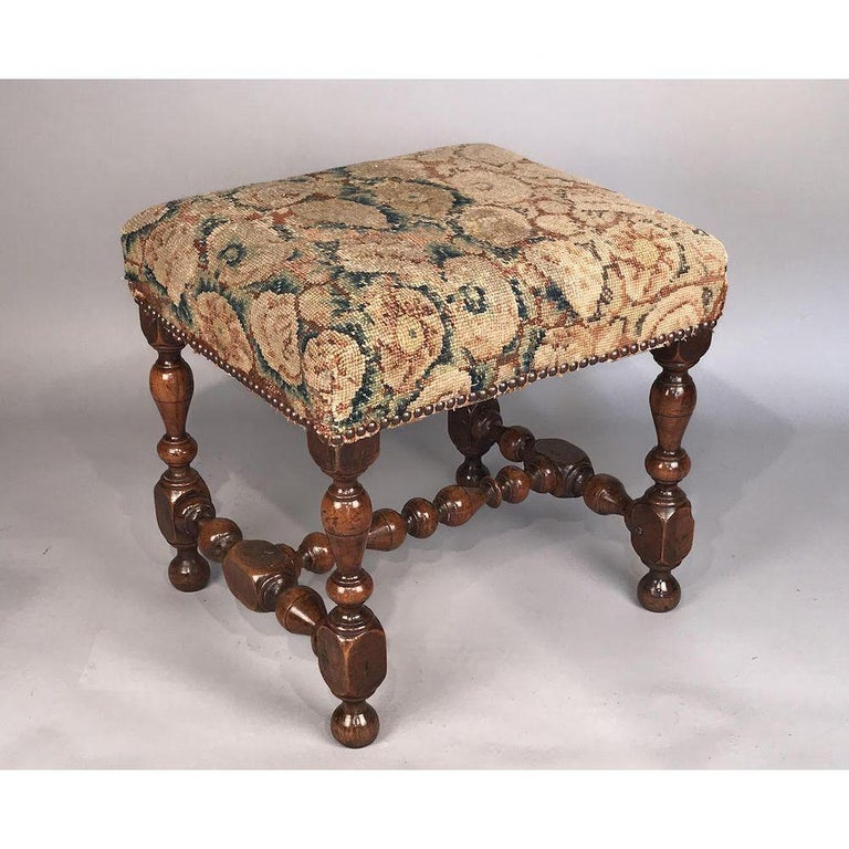 Rare 17th Century Walnut Stool In Good Condition For Sale In Lymington, GB