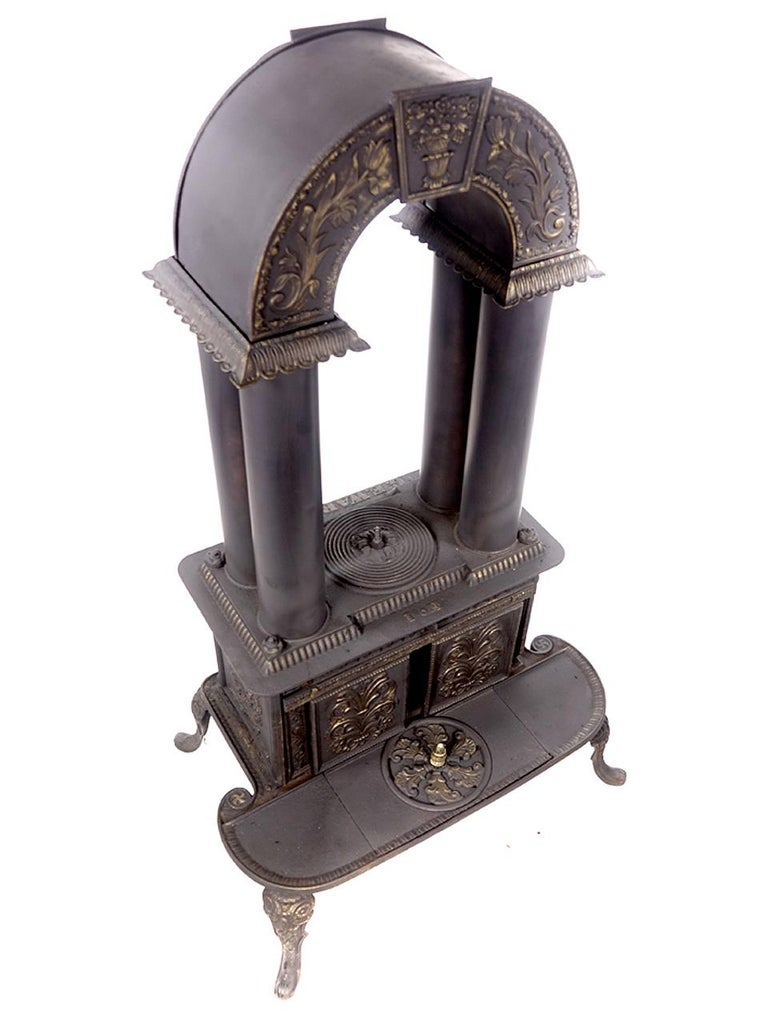 Rare 1840 G.E. Waring Parlor Stove In Good Condition In Peekskill, NY