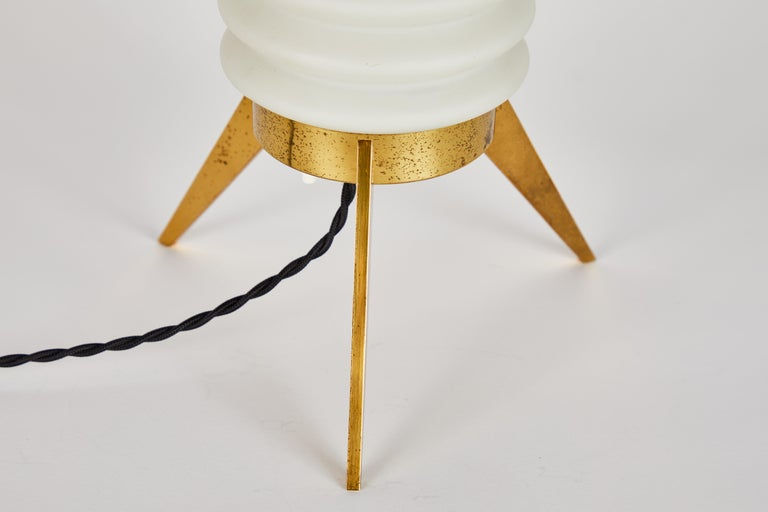 Rare 1950s Angelo Lelli Glass and Brass Tripod Table Lamp for Arredoluce In Good Condition For Sale In Glendale, CA