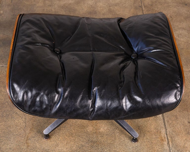 Rare 1956 First Year Production Eames Lounge Chair with Spinning Ottoman For Sale 4