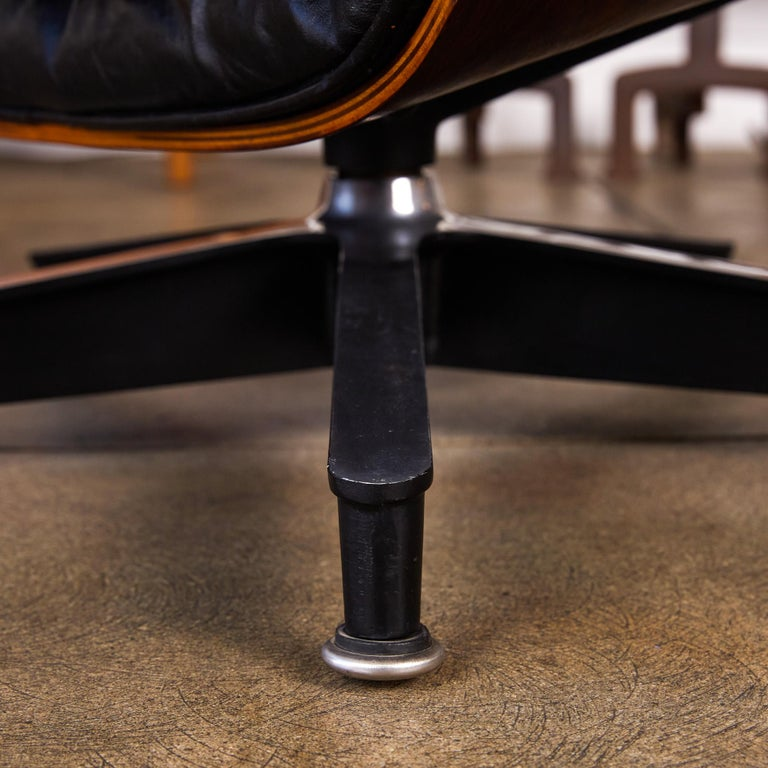 Rare 1956 First Year Production Eames Lounge Chair with Spinning Ottoman For Sale 8