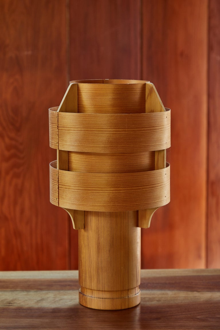 Rare 1960s Hans-Agne Jakobsson Model 243 wood table lamp for AB Ellysett. Designed and produced by Jakobsson in Markaryd, Sweden and executed in thin bentwood with solid wood base. A uniquely architectural and exceedingly rare lamp that is so