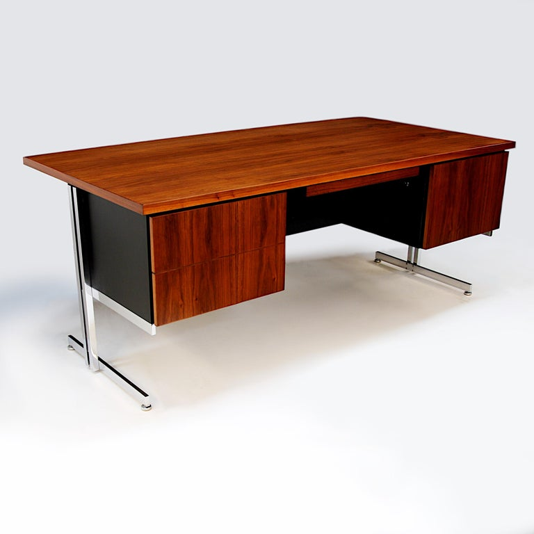 North American Rare 1960s Mid-Century Modern Minimalist Executive Desk by Hugh Acton for Vecta For Sale