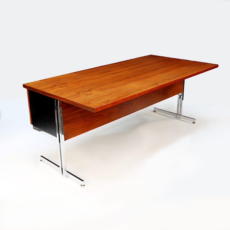 Rare 1960s Mid-Century Modern Minimalist Executive Desk by Hugh Acton for Vecta In Good Condition For Sale In Lafayette, IN