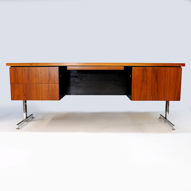 Mid-20th Century Rare 1960s Mid-Century Modern Minimalist Executive Desk by Hugh Acton for Vecta For Sale