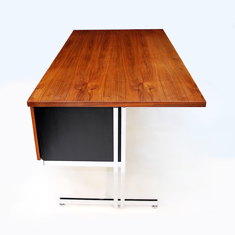 Rare 1960s Mid-Century Modern Minimalist Executive Desk by Hugh Acton for Vecta For Sale 1
