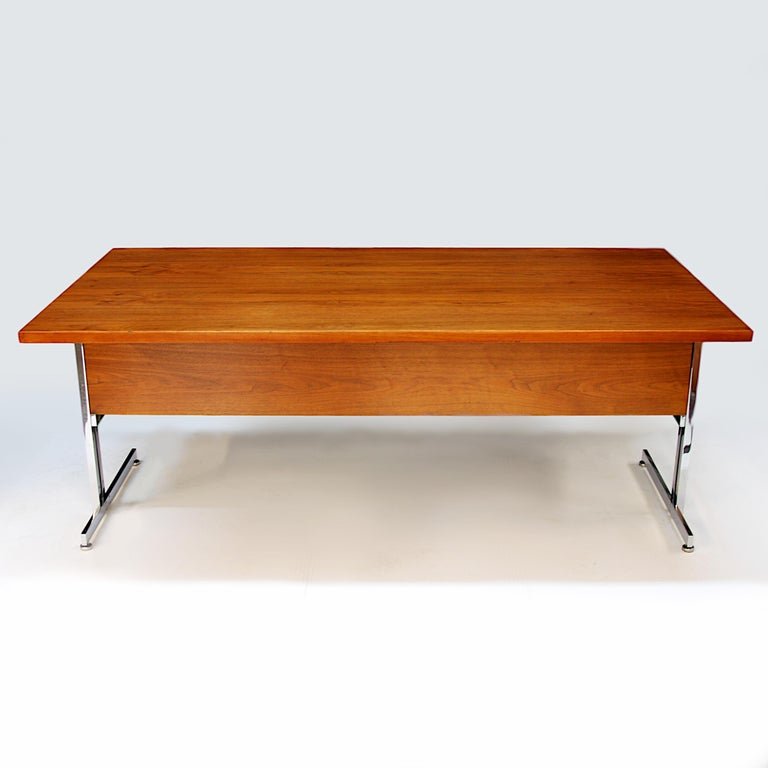 Rare 1960s Mid-Century Modern Minimalist Executive Desk by Hugh Acton for Vecta For Sale 2