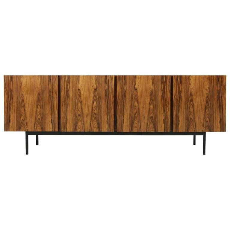 Seltenes 1960er Jahre Minimalistisches Sideboard auf Metallbasis mit Schubladen, Mid-Century Modern 1