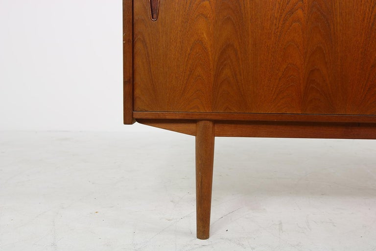 Beautiful 1960s sideboard by Nils Jonsson, rare teak sideboard, made by Hugo Troeds, Sweden, five solid maple wood and teak drawers in the middle, two sliding doors, fantastic authentic condition. Beautiful and rare Scandinavian modern teak