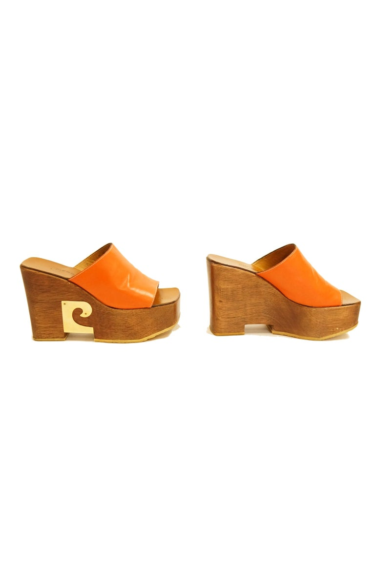 Rare 1970s Pierre Cardin Orange Leather and Wood Platform Mules, Iconic  In Excellent Condition For Sale In Houston, TX