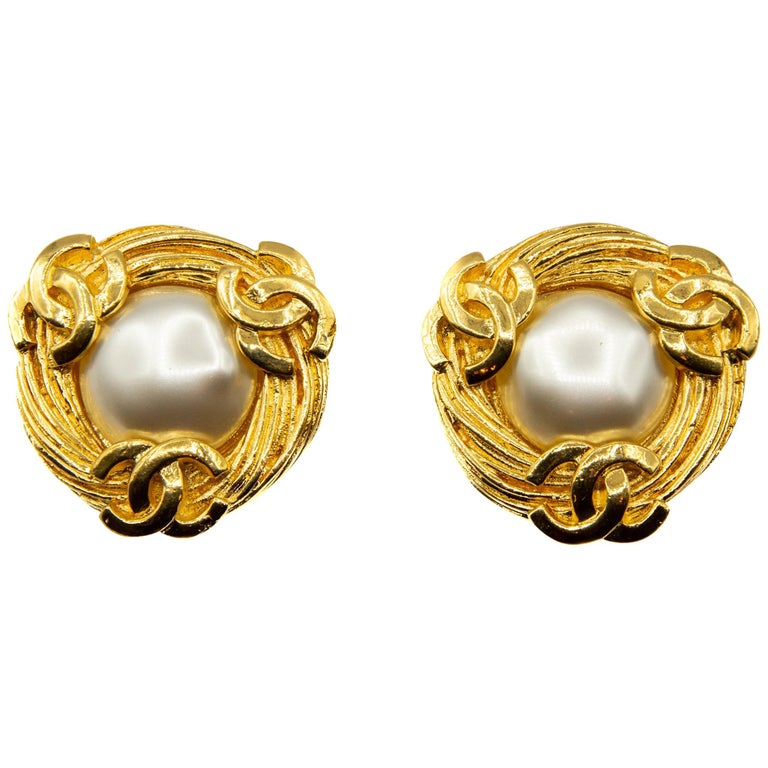 Rare 1980s collection 25 Chanel Clip on earrings  For Sale