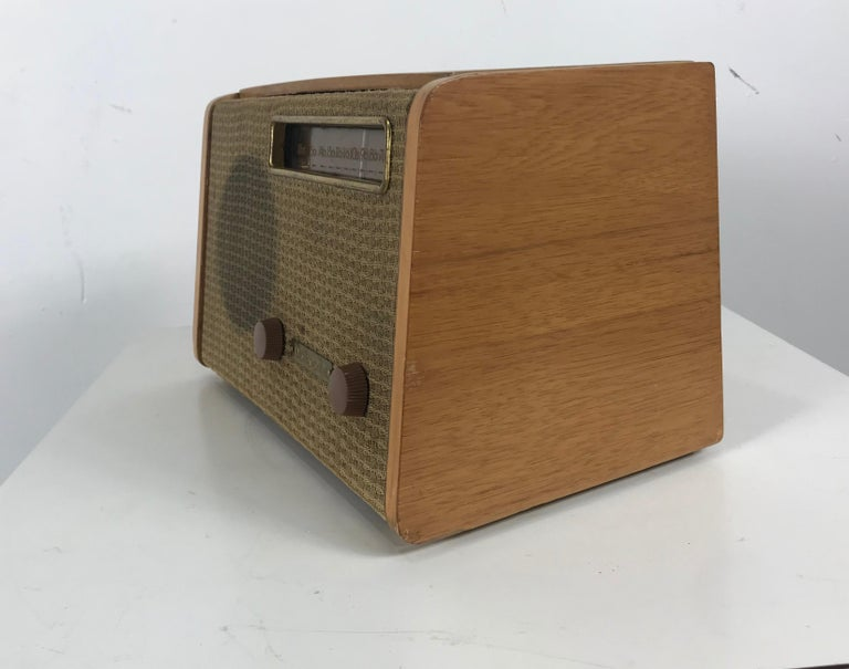 Rare Alexander Girard Detrola Radio, circa 1946, Modernist In Good Condition For Sale In Buffalo, NY