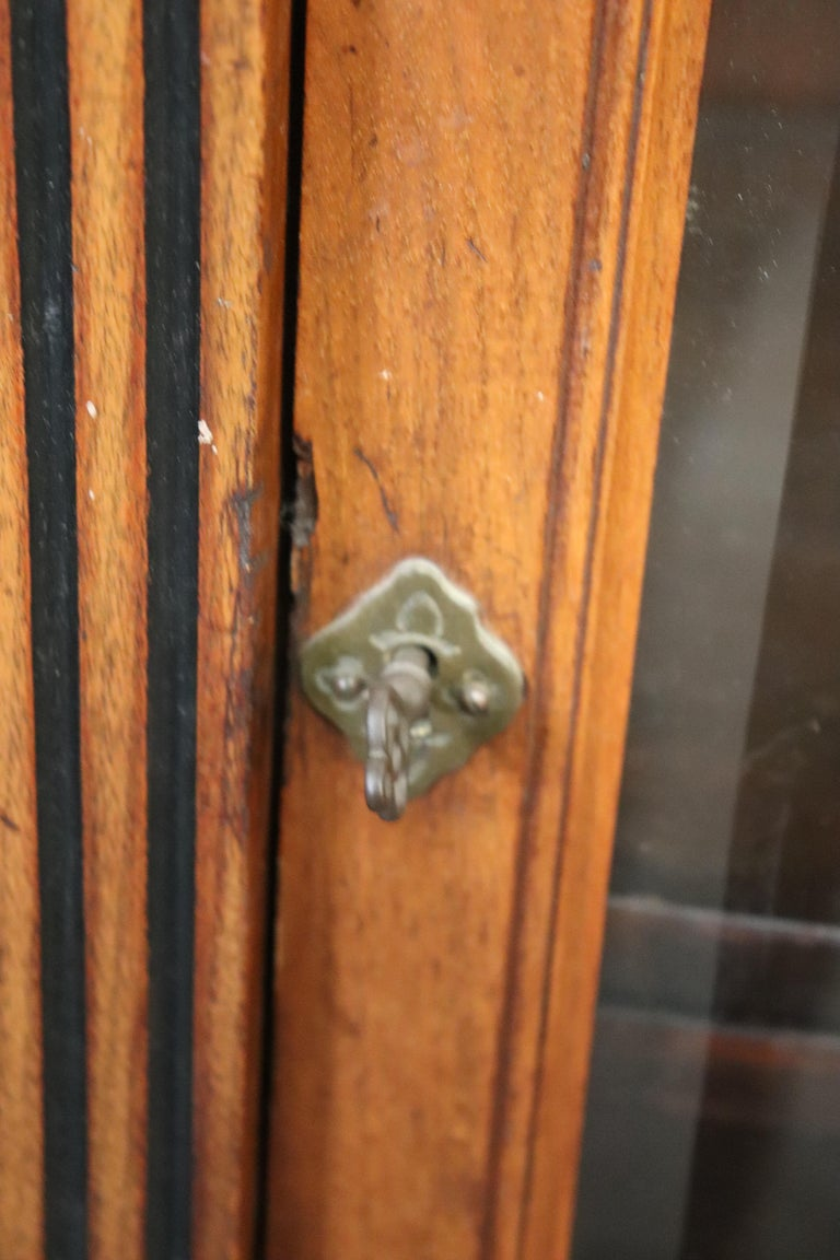 Rare American Victorian Renaissance Revival Burled Walnut Vitrine Bookcase C1870 For Sale 3
