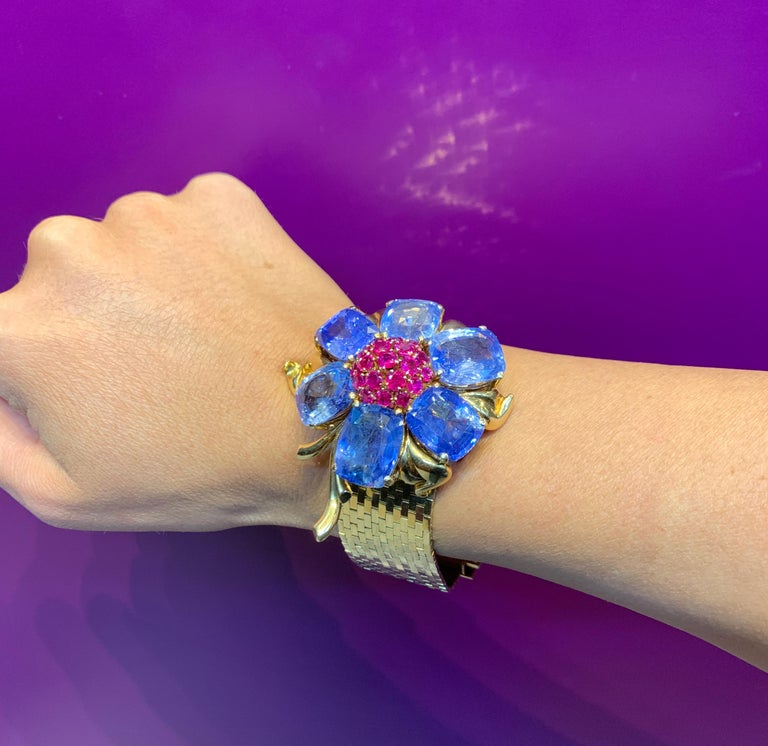 Rare and Iconic Van Cleef & Arpels Passe Partout Sapphire & Ruby Bracelet In Excellent Condition For Sale In New York, NY