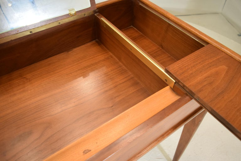 Rare and Novel Vanity by Warren Church In Good Condition For Sale In South Charleston, WV