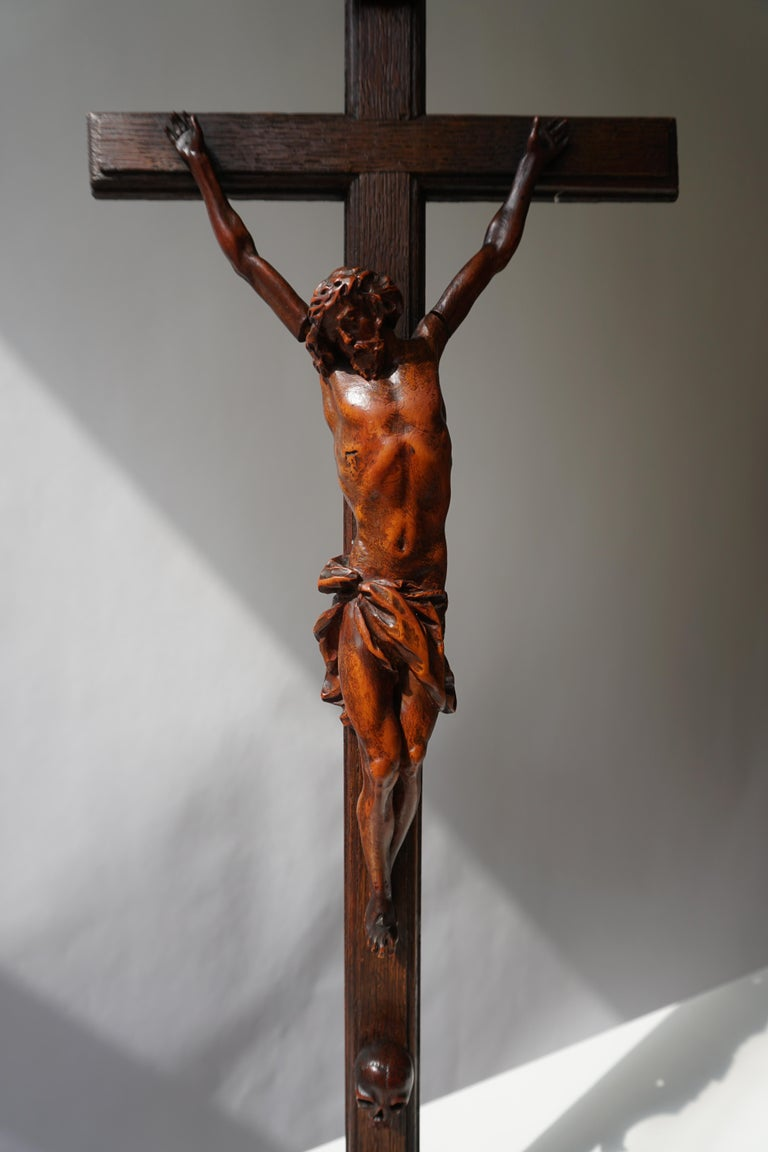 Rare and Remarkable Corpus Christi on a Decorated Wooden Cross with a Skull In Good Condition For Sale In Antwerp, BE