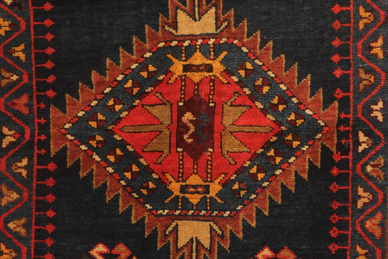 An excellent example of traditional Caucasian carpet rug weaving from the Kazak region. these Medallion ground design patterned rugs can be best element of home decor objects to give a warmth to environment, because this woven rug has a great range