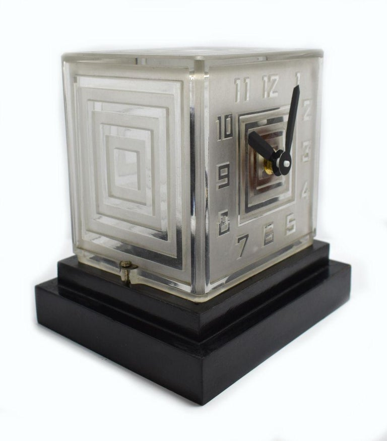 For your consideration is this super rare Art Deco modernist Bulle clock by P.M.Favre. One of the first battery operated clocks of the 1930s. The frosted glass case has etched stylized numerals and is attributed to have been made by Lalique. The
