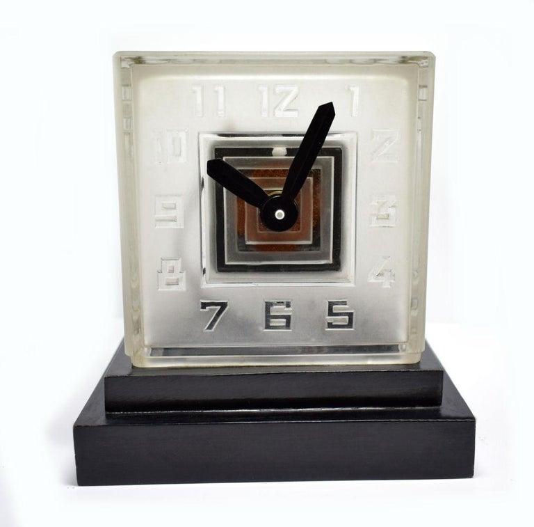 Rare Art Deco Bulle Glass Clock, Signed  P.M.Favre, 1930s For Sale 1