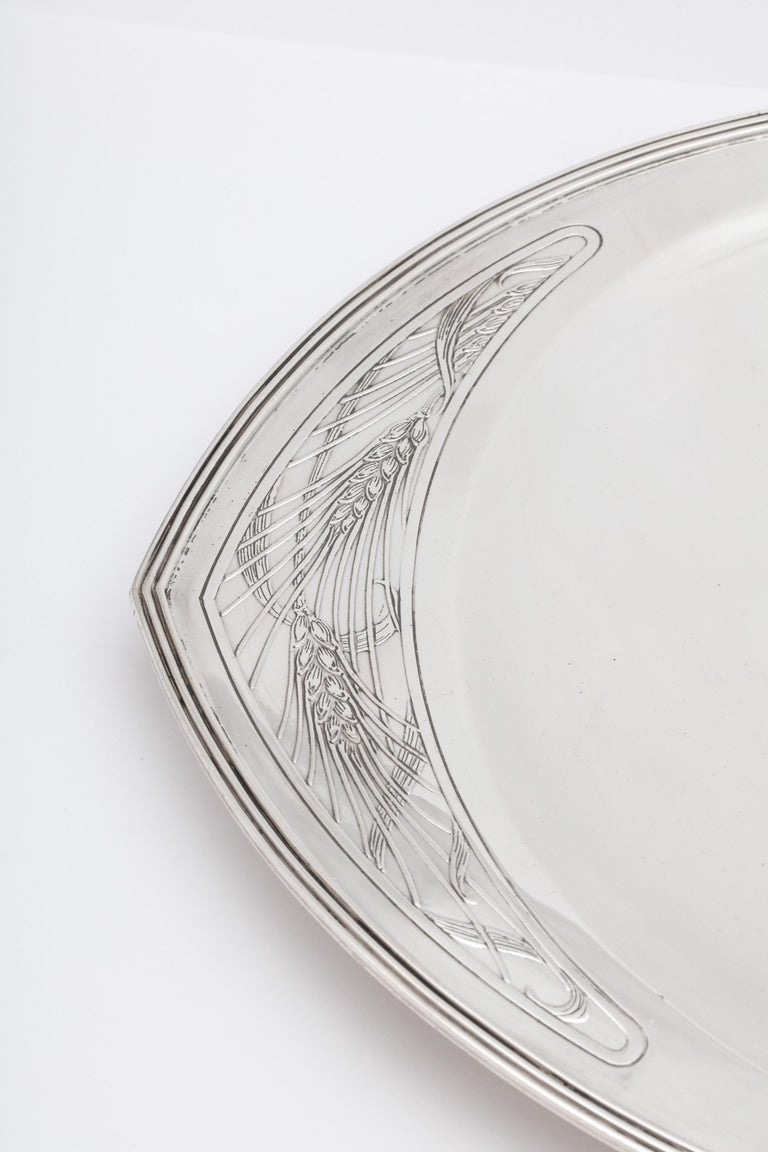 Rare Art Deco Tiffany Sterling Silver Tray on Low Pedestal Base  In Good Condition For Sale In New York, NY