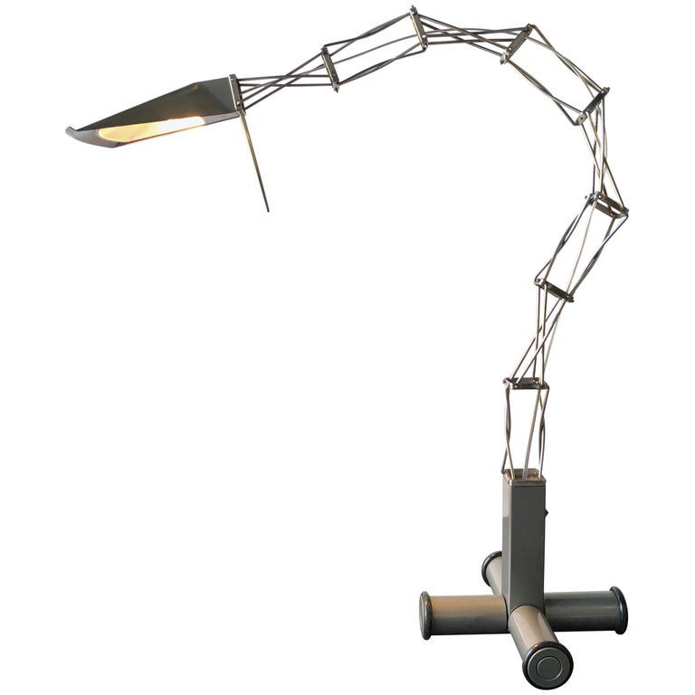 Rare Articulated Sculptural Italian Desk Lamp, 1980s Mid-Century Modern For Sale